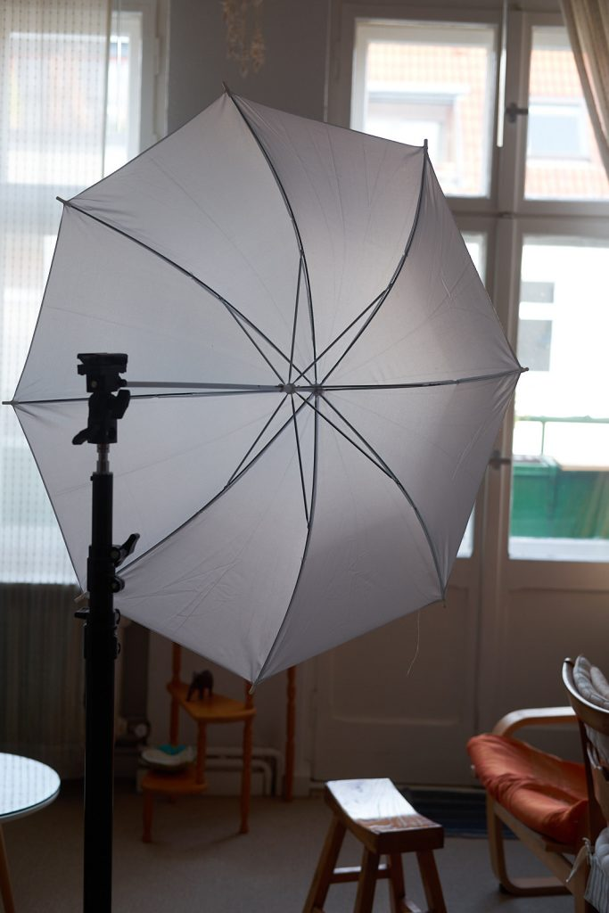 Walimex pro light stand 2,65m and an 83cm translucent white soft umbrella